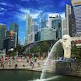 ザ・シンガポールの光景、ビジネス街をバックにマーライオンと