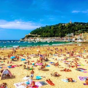 📍San Sebastián, Basque Country バスク自治州にあるサン・セバスチャンのビーチ。 ヨーロッパでも有数の美食の街で、バル巡りは本当に最高だった!