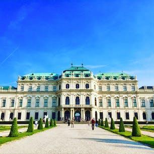 📍Belvedere Palace, Vienna オーストリア、ウィーンのベルヴェデーレ宮殿。 宮殿内では美術コレクションを見ることができて、特に世紀末ウィーンの名作の数々が印象的だった! クリムトの『接吻』の美しさは本当に忘れられない。