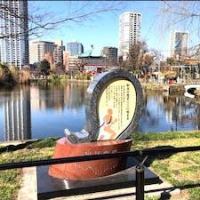 三條大橋(番外編)  此処は東京の不忍池にある駅伝の碑です♪もし東京の不忍の池に行かれましたら、チェックして見て下さいね♪  #京都 #日本百名橋 #全国橋巡り #サント芹沢鴨の写真 #駅伝発祥地