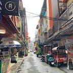 スクンビット通りsoi 41近辺 こういうアジアっぽい小道を歩くとついつい撮りたくなる。