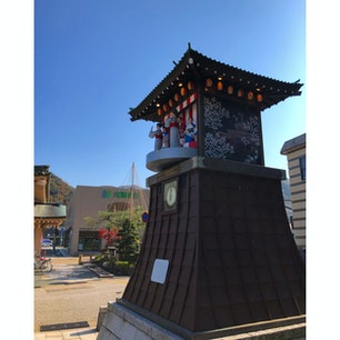 山中温泉にあるからくり時計。ちょうど12時で、からくりが動き出した!山中節を踊っています。  #石川