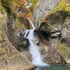 松見の滝(青森県)  紅葉初期? 厳かな雰囲気でした。
