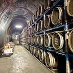トンネルの駅 高千穂にあるトンネルで焼酎を貯蔵していました😄 お酒の香りも漂っていて焼酎好きにはたまらないかも⁉️ すぐ隣のお店では貯蔵されてるお酒も買うことができます。   #トンネルの駅 #高千穂 #焼酎 #貯蔵庫