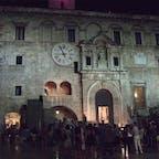 アスコリ・ピチェーノ ポポロ広場の政庁 真夏の夜のイベントとしてリゴレットが上演されていた(約5年前)