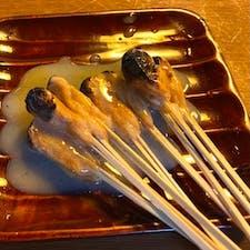 一和 餅にきな粉をまぶし、炭火で焼いて有ります、京都名物と言いますが、オイラは京都名物とは思いませんね、それは土産としては持ち帰りが難度が高すぎる、また日持ちが当日限りです、又三人前からですね、だから今宮の名物かな?  #京都 #旅食 #サント船長の写真