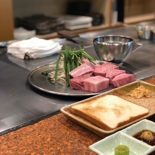 また肉ネタですがw こちらはいつしか波目的で行った宮崎✨  #宮崎牛 といえばココ。 #ミヤチク  霜降りがたまらんです。