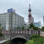 さっぽろテレビ塔(さっぽろテレビとう)は北海道札幌市中央区大通西1丁目の大通公園内にある電波塔である。札幌市の中央にあり、総工費1億7000万円で1957年(昭和32年)に完成し、同年8月24日に開業・電波の発射を開始した。高さ147.2メートル。  #北海道 #タワー巡り #サント芹沢鴨の写真