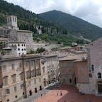 グッビオ コンソリ宮殿(博物館)から見下ろす