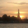 タイ王国🇹🇭バンコク:Wat Arun(暁の寺院) 今日の午後は、ほかの観光地を投げ打ってワットアルンに絞って行ってきました。 雲が厚かったので天気が心配でしたが、船の時間に合わせて、いいタイミングで夕日が出てくれました。