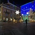 ウルビーノ 共和国広場のクリスマスツリー 19年末撮影