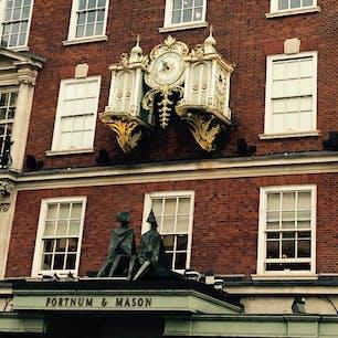 フォートナム&メイソン  下調べせずに行ったので、グランドフロアしか回らず、、 グランドフロアだけでも、店内満喫出来た! もっとゆっくり見て周りたかった〜 店内ははちゃめちゃに可愛かった!!  #フォートナム&メイソン #リベンジしたい #イギリス