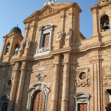マルサーラのマードレ教会(大聖堂)  立派なファサードです