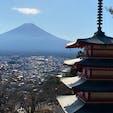 外国の方がたくさんいらっしゃいました。 五重塔と富士山という日本の絶景が撮れるからでしょうね。