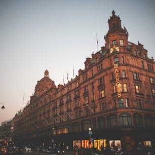 ロンドン。ハロッズ。 はやくコロナが収束しますように。