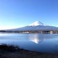 富士山 山中湖から富士山ですが、矢張り日本の山は富士山で他国に居ると特に富士山は日本その物です。 そんな事で、2021年の1月1日の投稿は富士山です㊗️  #山中湖 #富士山 #サント船長の写真