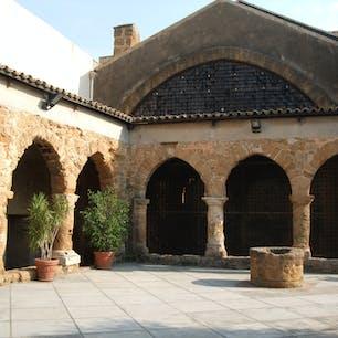 アグリジェント サント・スピリト教会の回廊 (念のため、サンスピリトではありません)