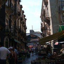 カターニアの市場 大きくて楽しい おいしいレストランもある
