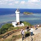 平久保崎灯台 沖縄県石垣市の石垣島にある灯台である。 石垣島の北東にある平久保半島の突端。灯台から眺めると、右手に太平洋、左手に東シナ海という絶景が広がります。  灯台は低い場所にあるため、高台から見下ろすことができます。  #全国灯台巡り #サント船長の写真