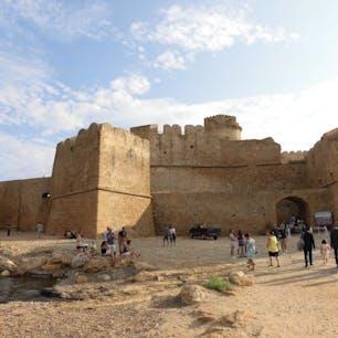 カラブリア州クロトーネ近郊 レ・カステッラという海に突き出た城砦 (イタリア語をご存知の方は文法的におかしいと思われるでしょうが本当にこういうのです)