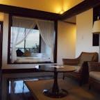 ◆星野リゾート リゾナーレ小浜島(八重山郡) お昼寝用のベッド付きキングベッドルーム✨ 地味に台風シーズンのハロウィンに訪問。 海には行けませんでしたがお部屋とスパを堪能◎