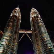 迫力あるツインタワー✨ タワー下はフォトスポットだった📷 #マレーシア #クアラルンプール