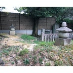 紫式部墓・小野篁墓  手前が右手が紫式部で、奥左手が小野篁の墓と言われています。   #サント船長の写真 #歴史的人物の墓 #京都