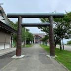 稚内北門神社の鳥居 日本最北端の神社 の稚内市北門神社(きたかどじんじや)の鳥居です♪  #サント船長の写真 #鳥居 #神社仏閣