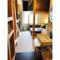 大塚にあるOMO5に宿泊🌳 一般のビジネスホテルくらいの部屋の広さですが、ソファとベッドが2段になっていてゆったりくつろげます👍  #星野リゾート #大塚 #omo5