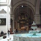 ブルサ ウル・ジャーミイ モスクの建物内に浄めの水場があるのはとても珍しい