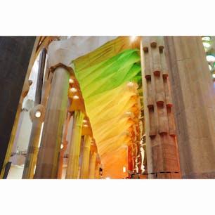 【内部 ステンドグラス】サグラダファミリア  側廊・身廊、レインボー🏳️🌈