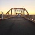 荒川沿いにある東四つ木避難橋 東京スカイツリーの夕日が見えるスポットとしても有名