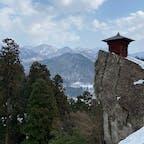 雪の山寺。今日は気温が高かったので大汗かいて登りました。