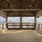 山寺の五大堂。周囲の山々の雪化粧姿がきれいです🏔