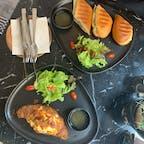 . タイでトリップアドバイザーに頼りながら見つけたカフェ Black Bear Bake🥐 生野菜は怖いので食べてない🥒  #海外旅行 #旅行飯