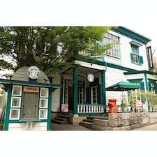兵庫県 〜スターバックスコーヒー神戸北野異人館店〜 神戸の北野異人館街にあるスタバは 登録有形文化財である2階建ての洋館を改装して 造られたお店です。可愛らしい外観ですね。