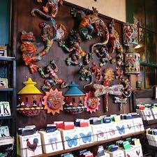 サンディエゴ(カリフォルニア)  オールドタウンにある雑貨屋さん。おもしろい柄のモチーフや、カラフルなメキシカン・カラーが目を惹く。  #sandiego #california #oldtown