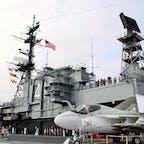 サンディエゴ(カリフォルニア)  甲板から、航空母艦ミッドウェイ(USS Midway Museum)の管制塔を見上げる。  #sandiego #ussmidwaymuseum #california