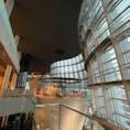 . 国立新美術館 先日ここで開催されている 佐藤可士和展に行ってきました 曲線だらけの建物 不思議だな〜
