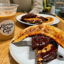 glorious chain cafe🥞🖇 三井アウトレットパーク横浜ベイサイド店  DIESELが手がけるカフェ。 パンケーキの上は柔らかく、 底が少し硬めの焼き加減が絶妙で美味しいです。 カフェラテとの組み合わせも◎✨ 買い物途中の休憩にオススメです。