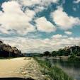 京都・鴨川 水辺があるところはやっぱり良い。 自然と風情のある建物の調和。 しぶいものが好きだと気づきました笑