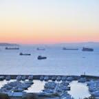 トルコ:イスタンブール:朝焼けのマルマラ海。早起きしたわけじゃなく眼が覚めちゃって、ホテルの窓を開けたら朝焼けの海。ちょっと贅沢に感じた朝でした。