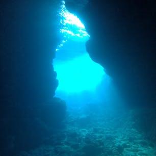 沖縄、青の洞窟