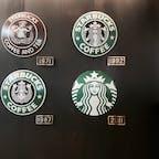 🌏福岡県北九州市 📍スターバックス門司港駅店  旅中スタバシリーズ 駅の待合室を利用した店内でロゴの変遷が飾ってあった! 最初のは今と全くちがう…😳