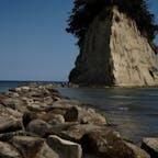 石川県珠洲市 見附島  岩にしか見えないけど島なんですね!  それともこれは氷山と一緒で一角に過ぎないのか!?  なぜかカップルが多い(笑)