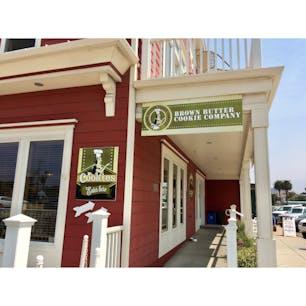 カユーコス(カリフォルニア)  海沿いの小さな街にあるブラウンバター・クッキー・カンパニー(Brown Butter Cookie Company)。ビーチへお散歩に行く前に、スナックを調達。  #cayucos #california #cookie
