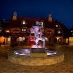 東京ディズニーランド ファンタジーランド ガストンとル・フウの銅像