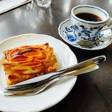 漫画「ふらいんぐうぃっち」の舞台 青森県弘前市 大正浪漫喫茶室 アップルパイが最高に美味! 1人で3つも食べました笑