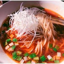 勝浦タンタンメン ラグタイム オーシャンビューのお洒落なレストランで頂けます 辛くて美味しかった