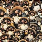 信楽焼  信楽焼(しがらきやき)は、瀬戸焼や備前焼など日本六古窯のひとつに数えられる、歴史ある陶器です。  たぬきは「た=他」「ぬき=抜く」ということで「他を抜く(他店を抜く)」という意味があり、また、たぬきのお腹が「太っ腹」に通じることから、商売繁盛、招福、金運UP、開運など、縁起が良いものとされて居ます。  信楽狸八相縁起 石田豪澄和尚の理論によると。  笠:思わざる悪事災難避けるため用心常に身を守る笠  顔:世は広く互いに愛想よく暮らし誠をもって努めはげまん  目:何事も前後左右に気を配り正しく見つむる事忘れめ  通帖:世渡りはまず信用が第一ぞ活動常に四通八達  徳利:恵まれて飲食のみに事足りて徳はひそかに我身につけん  腹:物事は常に落ちつきさりながら決断力の大肚をもて  金袋:金銭の宝は自由自在なる運用をなせ運用をなせ  尾:何事も終わりは大きくしっかりと身を立てるこそ真の幸福  #サント船長の写真 #滋賀 #信楽